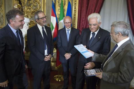 Da sinistra, Lirio Abbate, Giuseppe Mennella, Sergio Amici, il presidente Mattarella, Alberto Spampinato