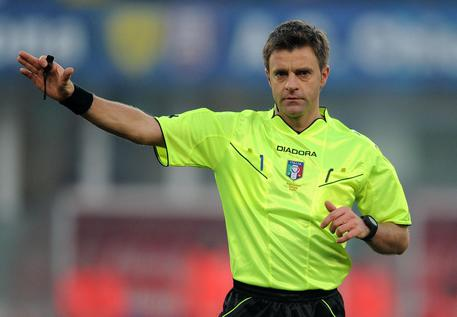 L'arbitro Nicola Rizzoli in una immagine del 15 dicembre 2013. ANSA/FILIPPO VENEZIA